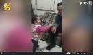 温暖!为和听障爸爸聊聊天,1岁宝宝伸小手认真练手语